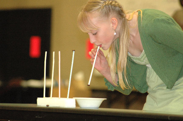 candy on the straw one minute party games
