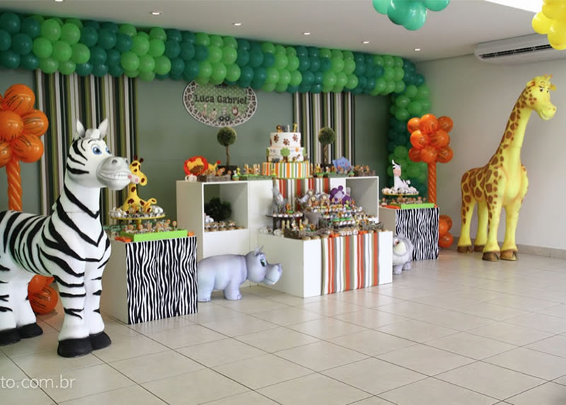 Jungle safari theme party exciting theme for ladies for Animal party decoration