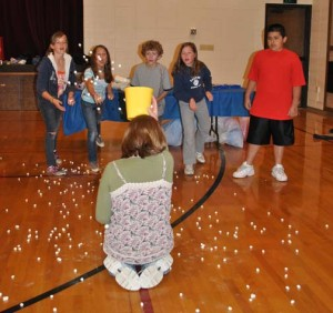 Popcorn Bucket: One Minute Game For Teams