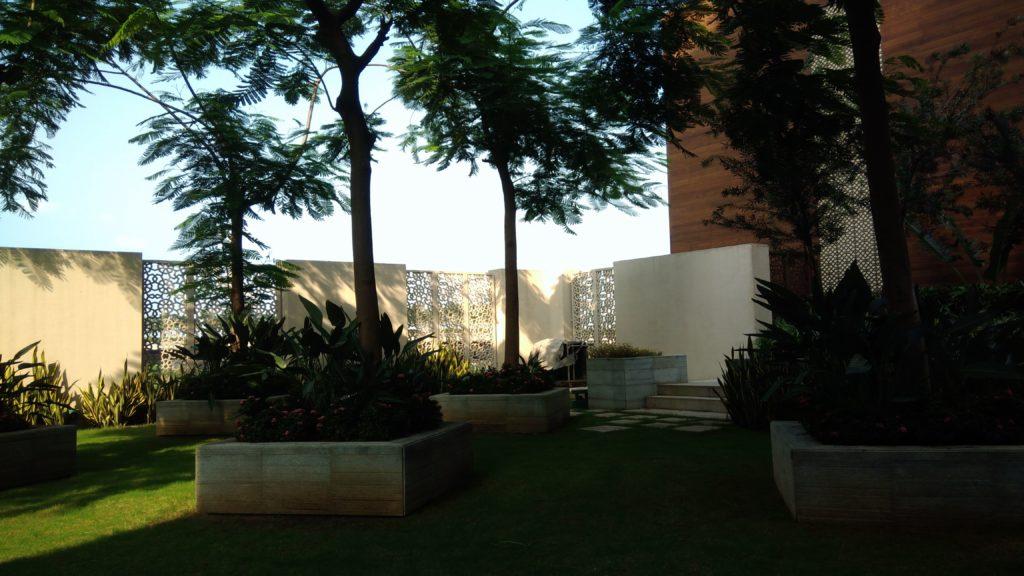 JW Marriott Mumbai Sahar Pool area