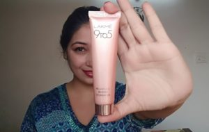Lakme 9 to 5 Weightless Mousse Foundation Review.